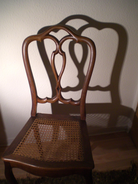 Stuhl Bleistiftzeichnung ~ Bild Schatten7jpg  weichere Formen