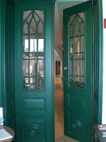 Geöffnete haustür  Türen
